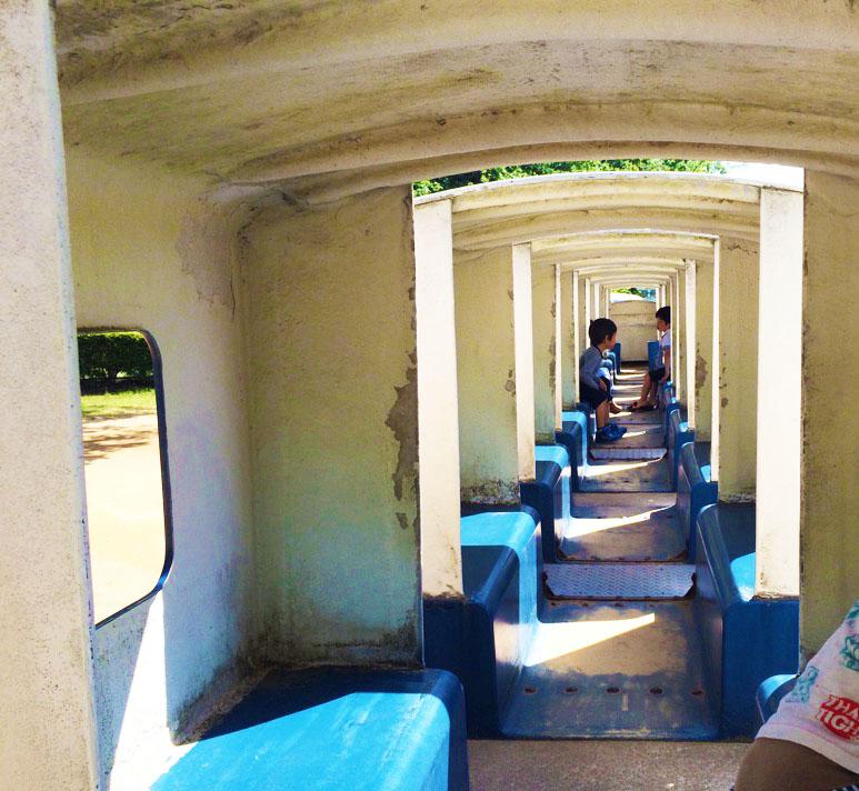 辰口丘陵公園の新幹線遊具内部