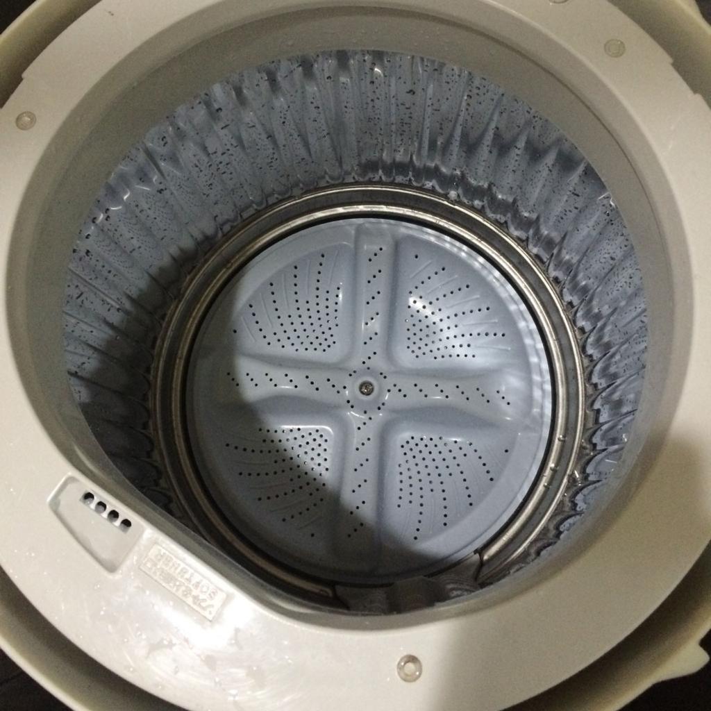 洗濯機の分解掃除底を戻す