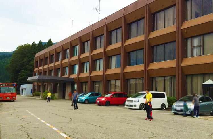 白山市吉野谷支所の駐車場