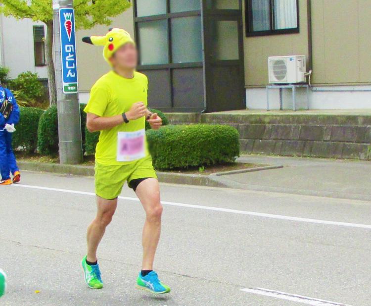 ピカチュウ金沢マラソンコスプレランナー