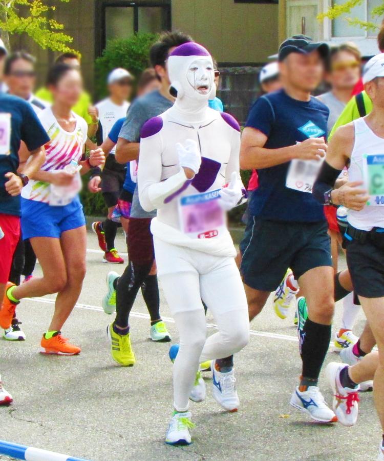 フリーザ金沢マラソンコスプレランナー