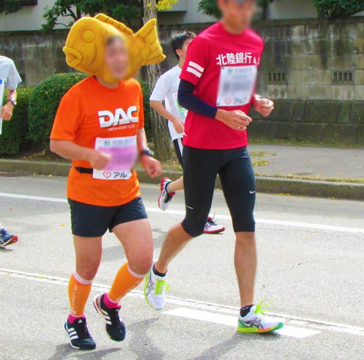 タイ焼き金沢マラソンコスプレランナー