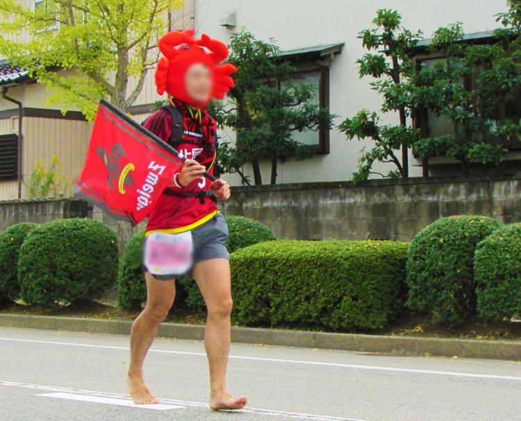 カニ金沢マラソンコスプレランナー