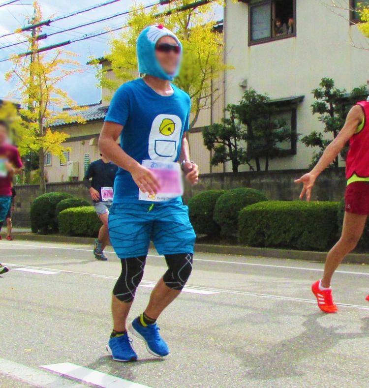 ドラえもん金沢マラソンコスプレランナー