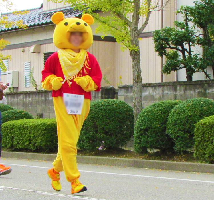 ぷーさん金沢マラソンコスプレランナー