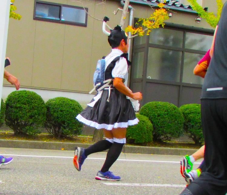 メイド侍金沢マラソンコスプレランナー