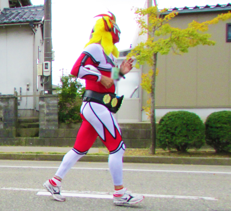 ライガー?金沢マラソンコスプレランナー