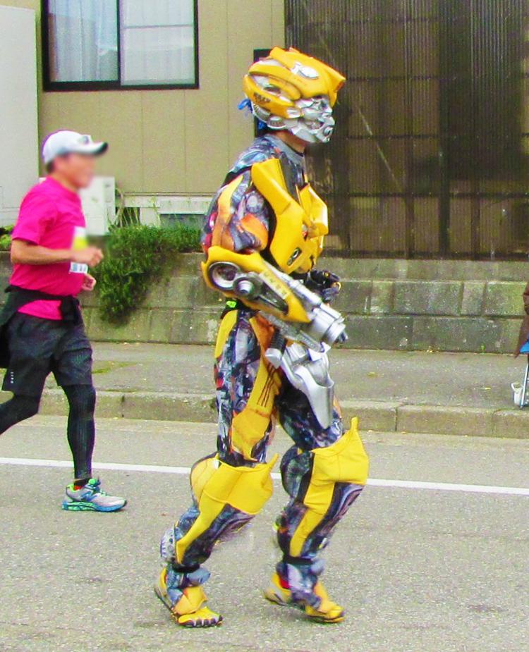 バンブルビー金沢マラソンコスプレランナー