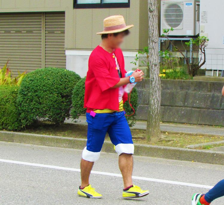 ルフィ金沢マラソンコスプレランナー