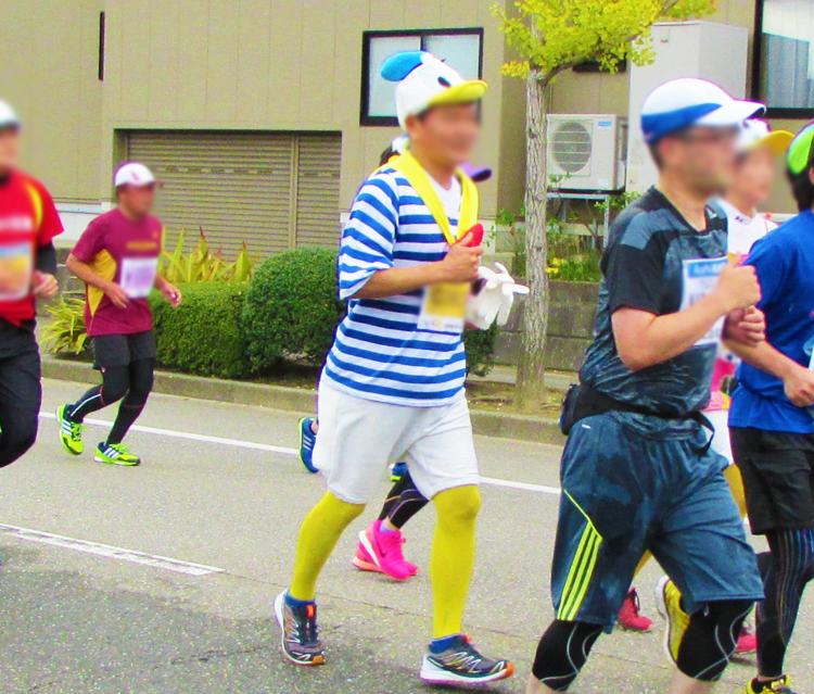 ドナルドダッグ金沢マラソンコスプレランナー