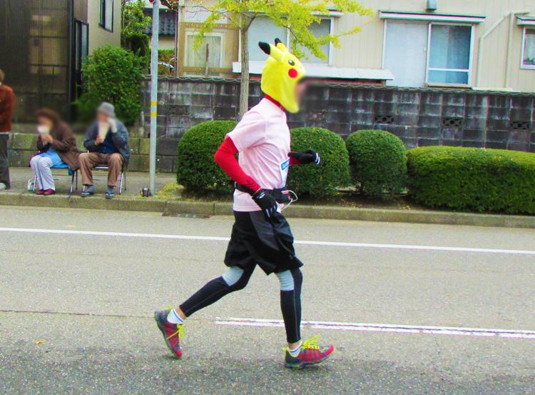 ピカチュウ!金沢マラソンコスプレランナー