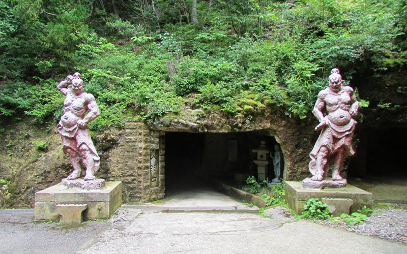 ハニベ巌窟院の地獄めぐり入口