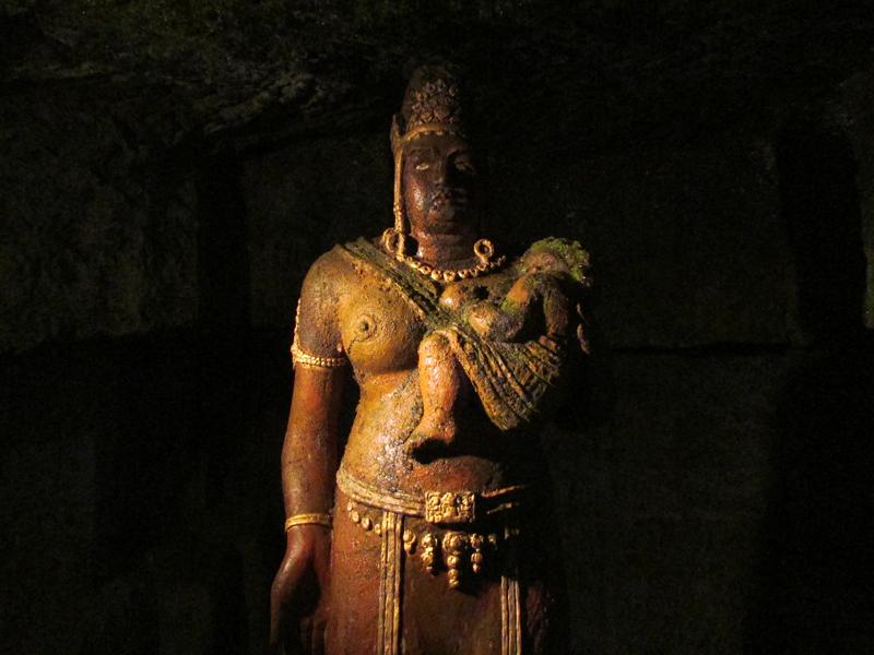 ハニベ巌窟院の鬼子母神