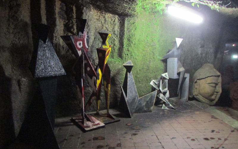 ハニベ巌窟院の現代彫刻