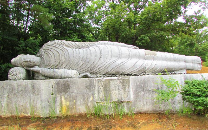 ハニベ巌窟院の涅槃像